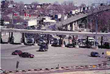 NO PEACE: Congestion grows at the Peace Bridge. (Niagara Falls Review photo)