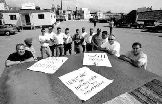 DEJA VU: This scene from the 1999 truckers' strike at the Port of Vancouver could be repeated this winter due to a renewed dispute over hourly wages.