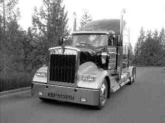 CLASSIC DESIGN: Canepa crafted the W900L to be the ultimate O/O truck.
