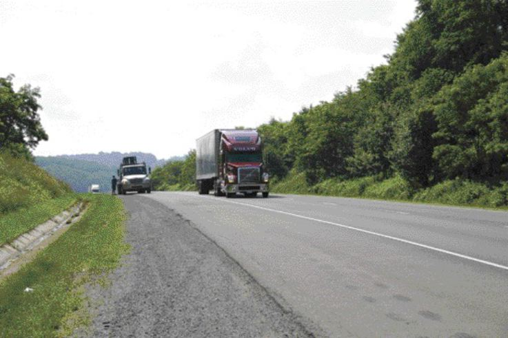 MAKING MOLEHILLS OUT OF MOUNTAINS: Editor James Menzies drives the VT 880 with 625 hp D16 engine along I-77 in Virginia.