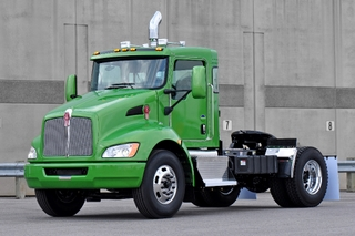 The Kenworth T370 hybrid was among the vehicles that helped Kenworth win a prestigious environmental award.