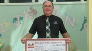 TANS chairperson Donald Whynot presents a donation at the IWK Hospital Telethon in May 2009.