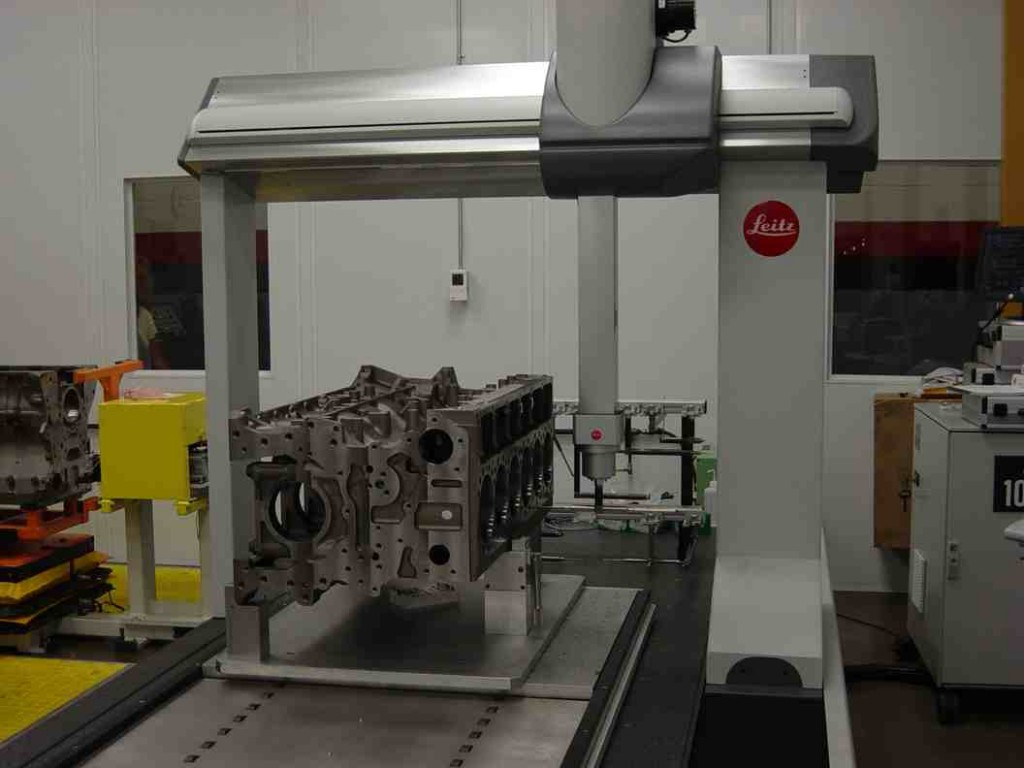 A Cummins ISX11.9 is constructed. The new engine will enter full production in August.
