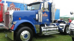Dave Joyce's Freightliner Classic won Best 01-03 Working Tractor.