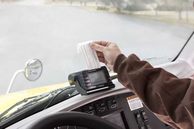 The VDO Roadlog has a built-in printer that produces paper records that are easy to interpret for drivers and enforcement officers.