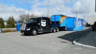 The trailer is being pulled by this Kenworth T660, after the state-of-the-art and colour-coordinated  T700 was left behind because it didn't comply with Quebec's wheelbase laws.