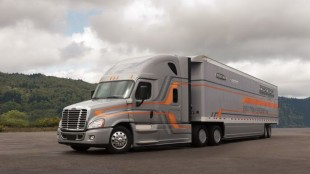 This Cascadia Evolution achieved 10.67 mpg when pulling an aerodynamic trailer during closed circuit testing.