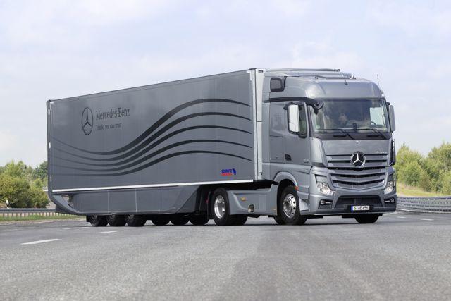 Aerodynamic Tractor Trailer : Daimler unveils aerodynamics truck and trailer in europe