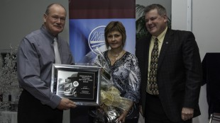 2012 Driver of the Year winner Ed Dueck of Big Freight Systems (left), poses with wife, Marcie,and Randy Fleming of Volvo Trucks Canada.