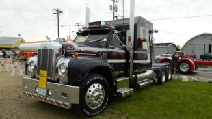 Andy Zary's 1959 Mack B-61 from Saskatchewan was on display at SuperRigs.