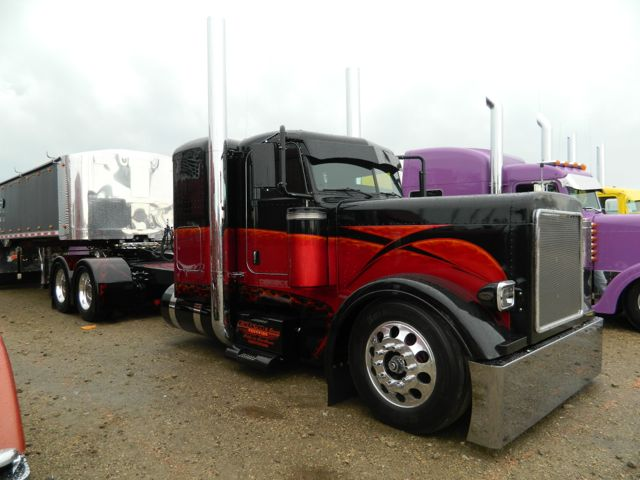 Jonathan Eilen won top prize at Shell SuperRigs for this Peterbilt.