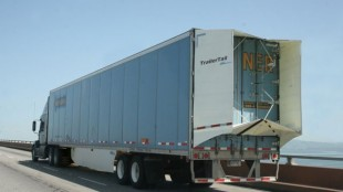 A Werner trailer with tail deployed. Illegal in Canada.