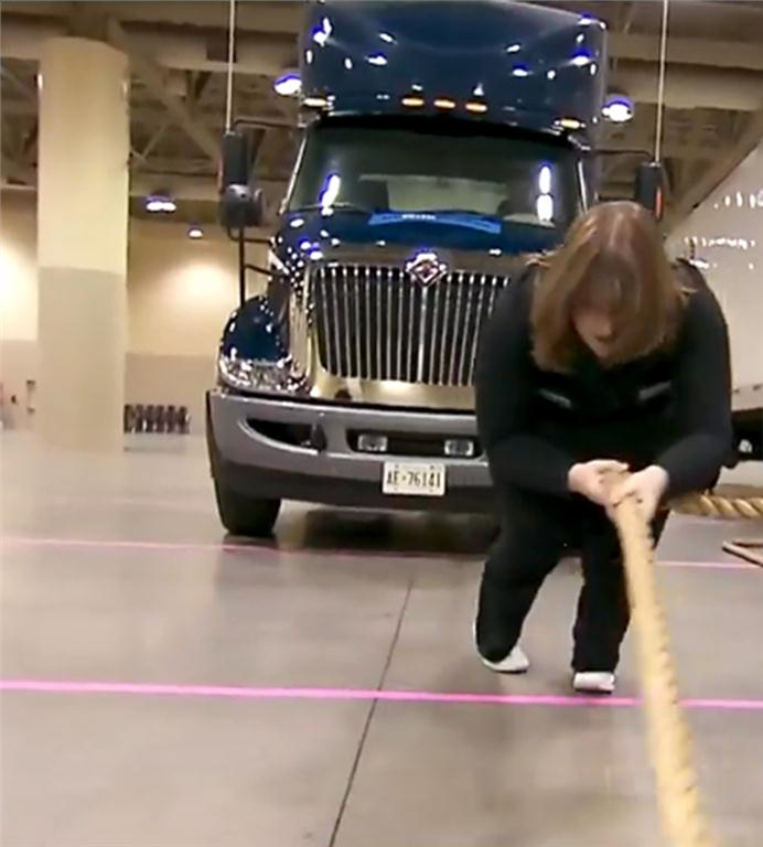 Lia Grimanis pulls 17,000 lbs and sets a new Guinness record.