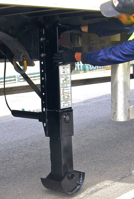 PTS's pneumatic landing gear makes deploying the trailer legs much easier, reducing injury risk and improving productivity.