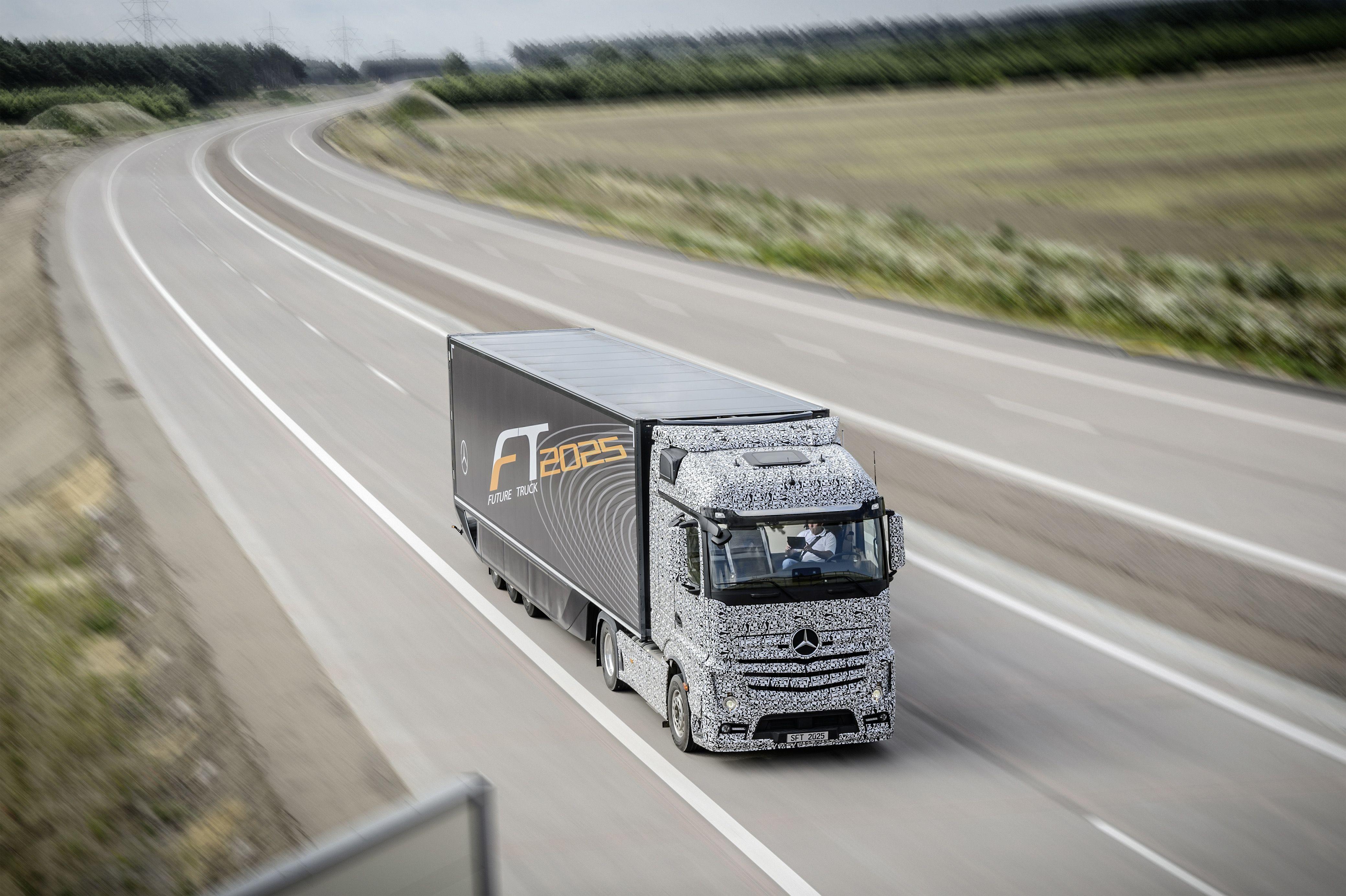 Daimler demonstrates autonomous trucks for Mercedes benz autonomous driving
