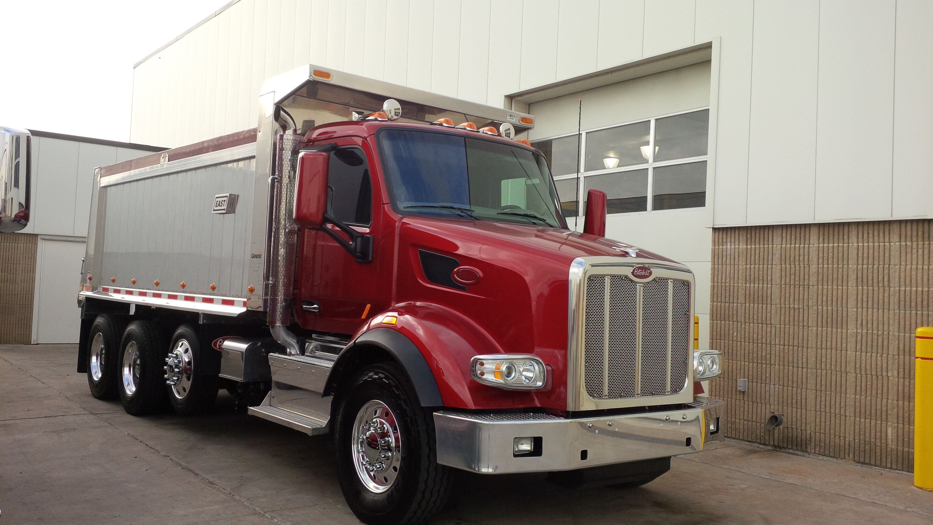 The Peterbilt Model 567 Vocational Truck Truck News HD Wallpapers Download free images and photos [musssic.tk]