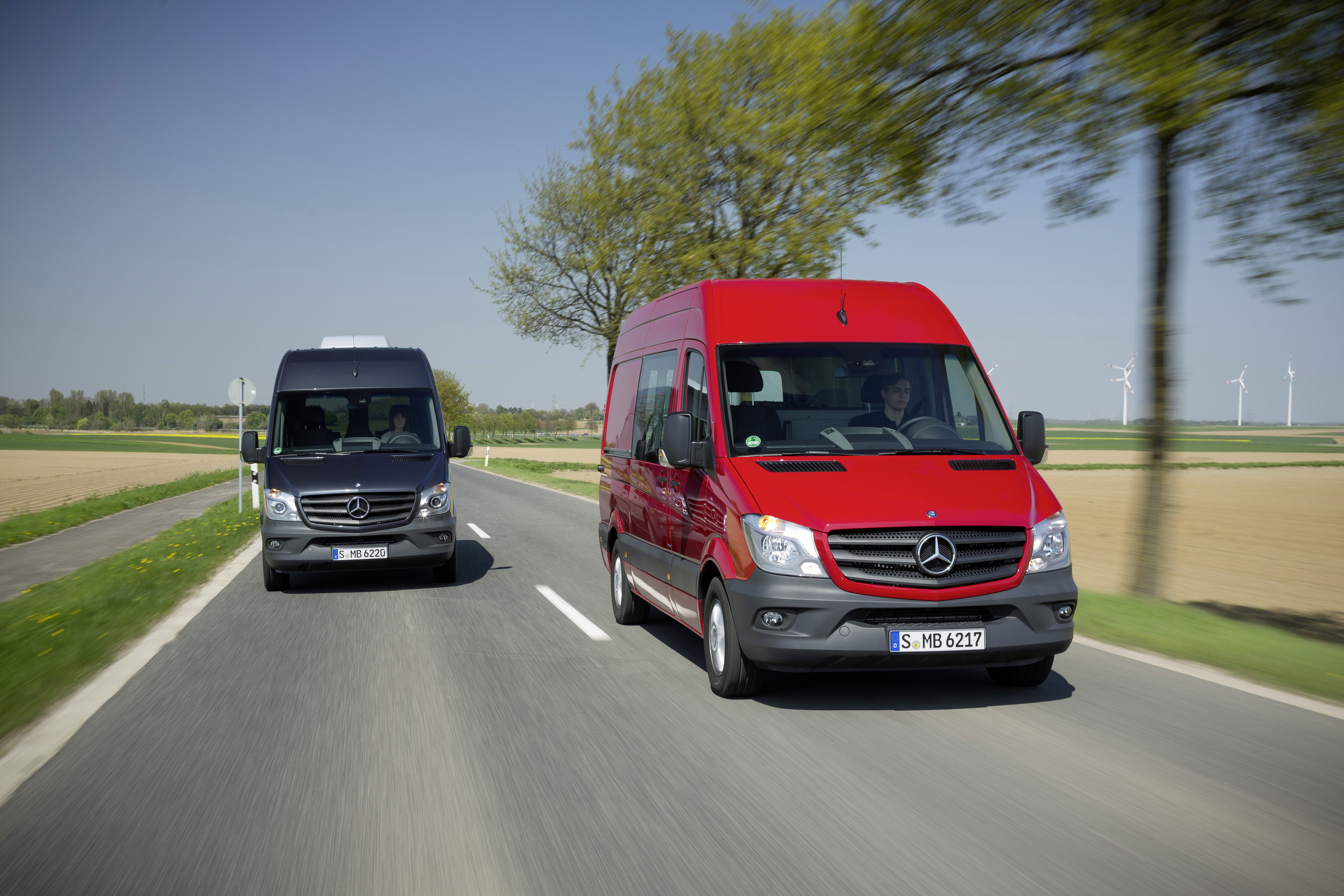 Mercedes benz bolsters commercial van lineup truck news for Mercedes benz commercial trucks