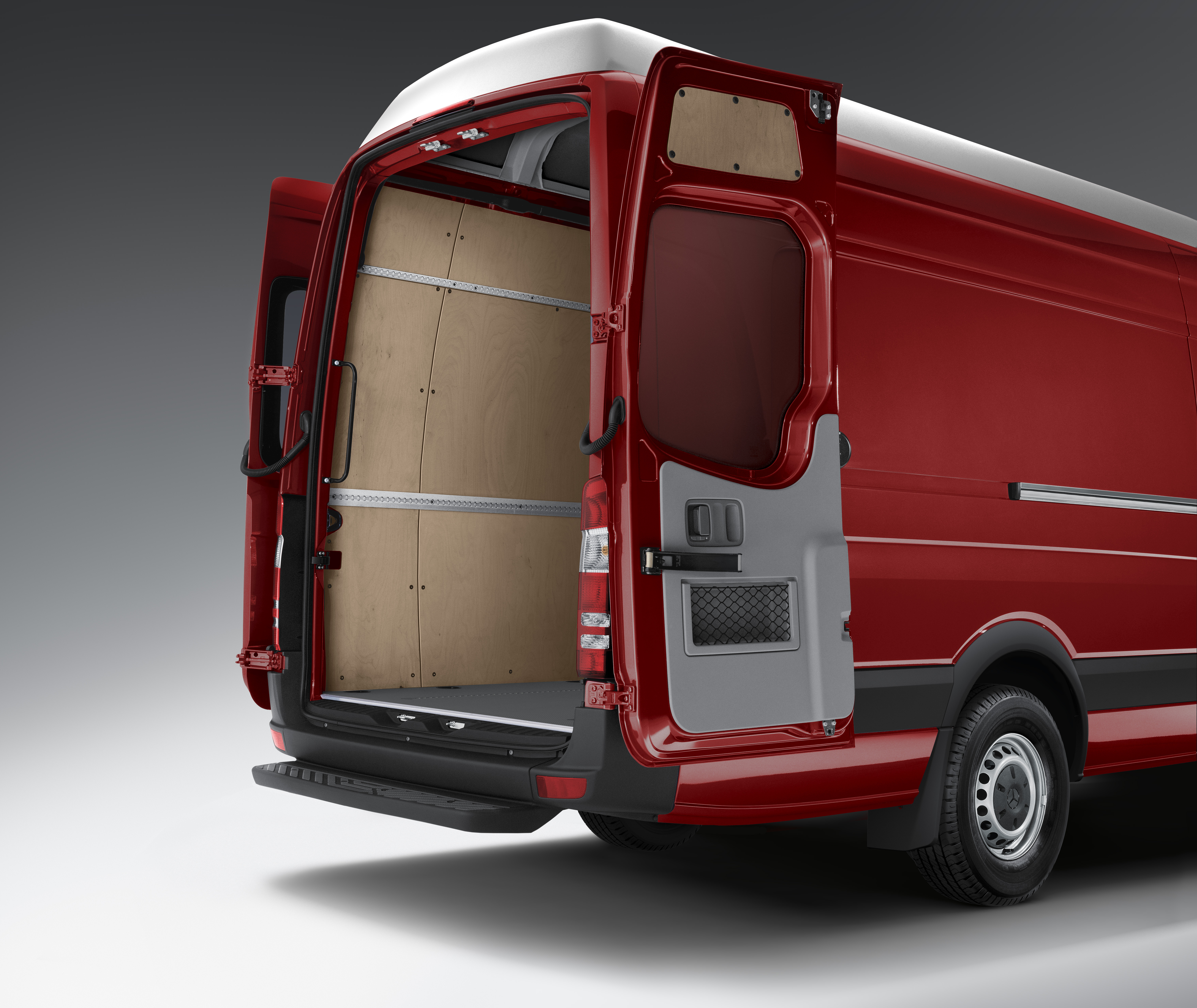 Mercedes Benz Debuts 4x4 Sprinter Crosswind Assist