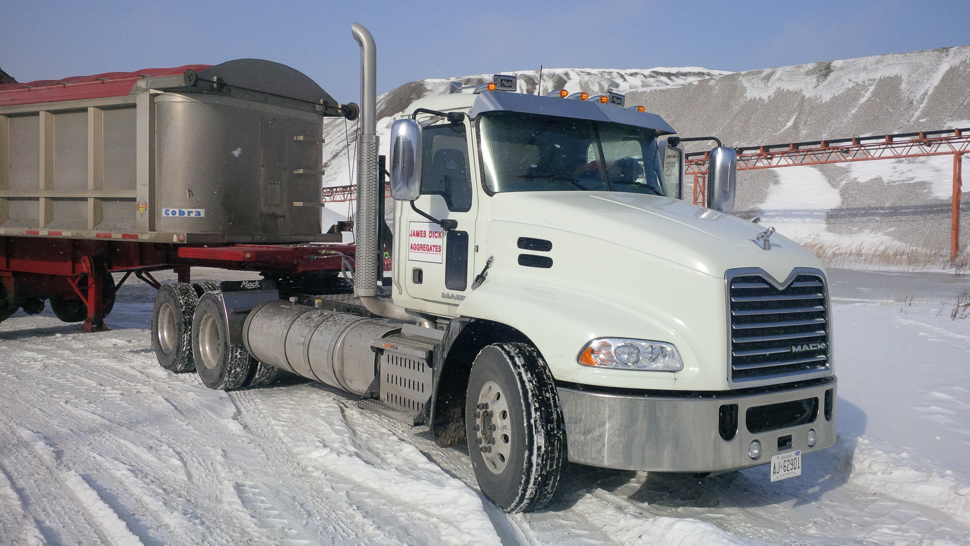 Mack Tractor Truck Air Valve On Firewall : The mack pinnacle with mp c engine truck news