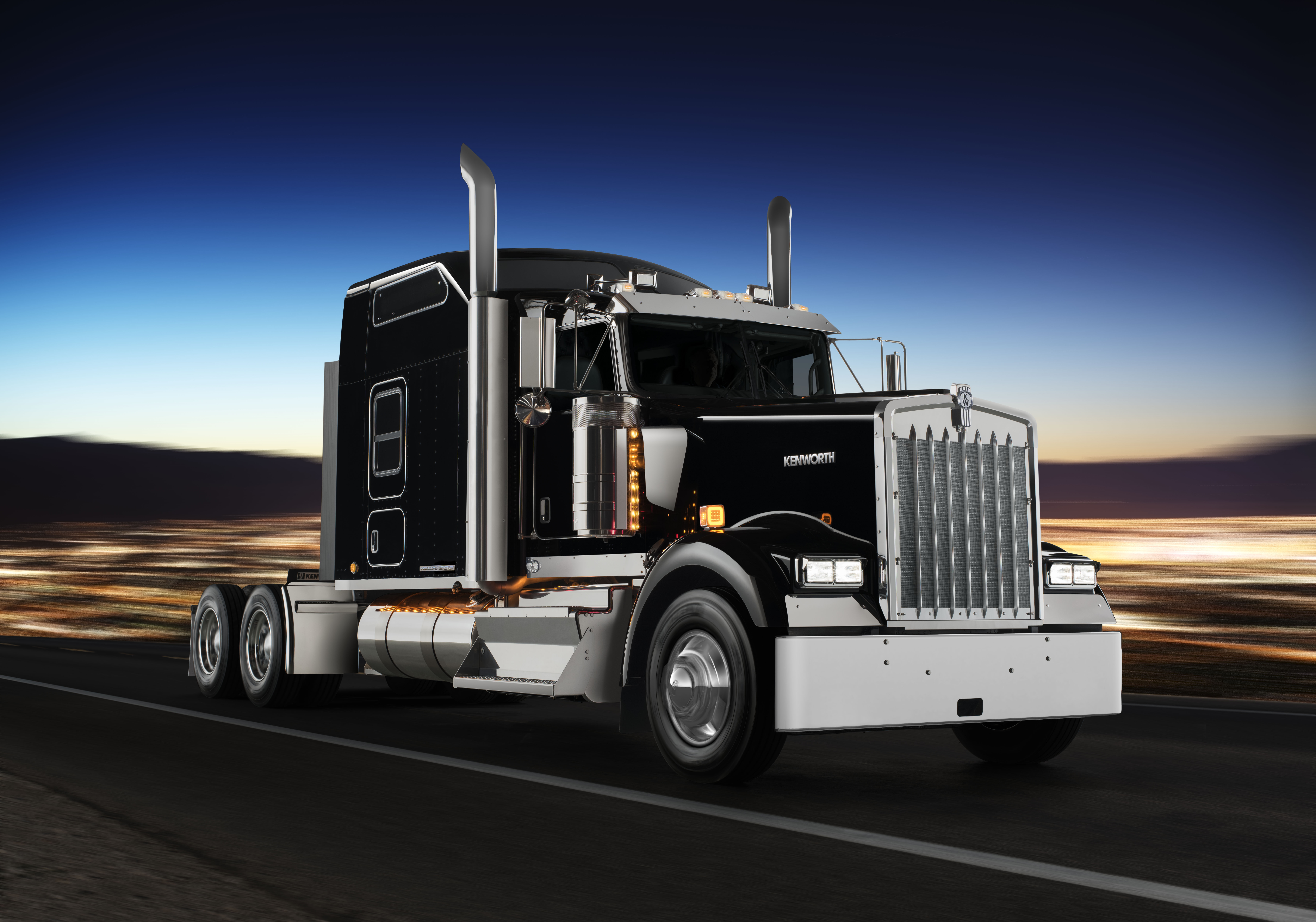 2018 Kenworth W900l >> Kenworth launches W900 spin-off, improves efficiency of aerodynamic tractor - Truck News