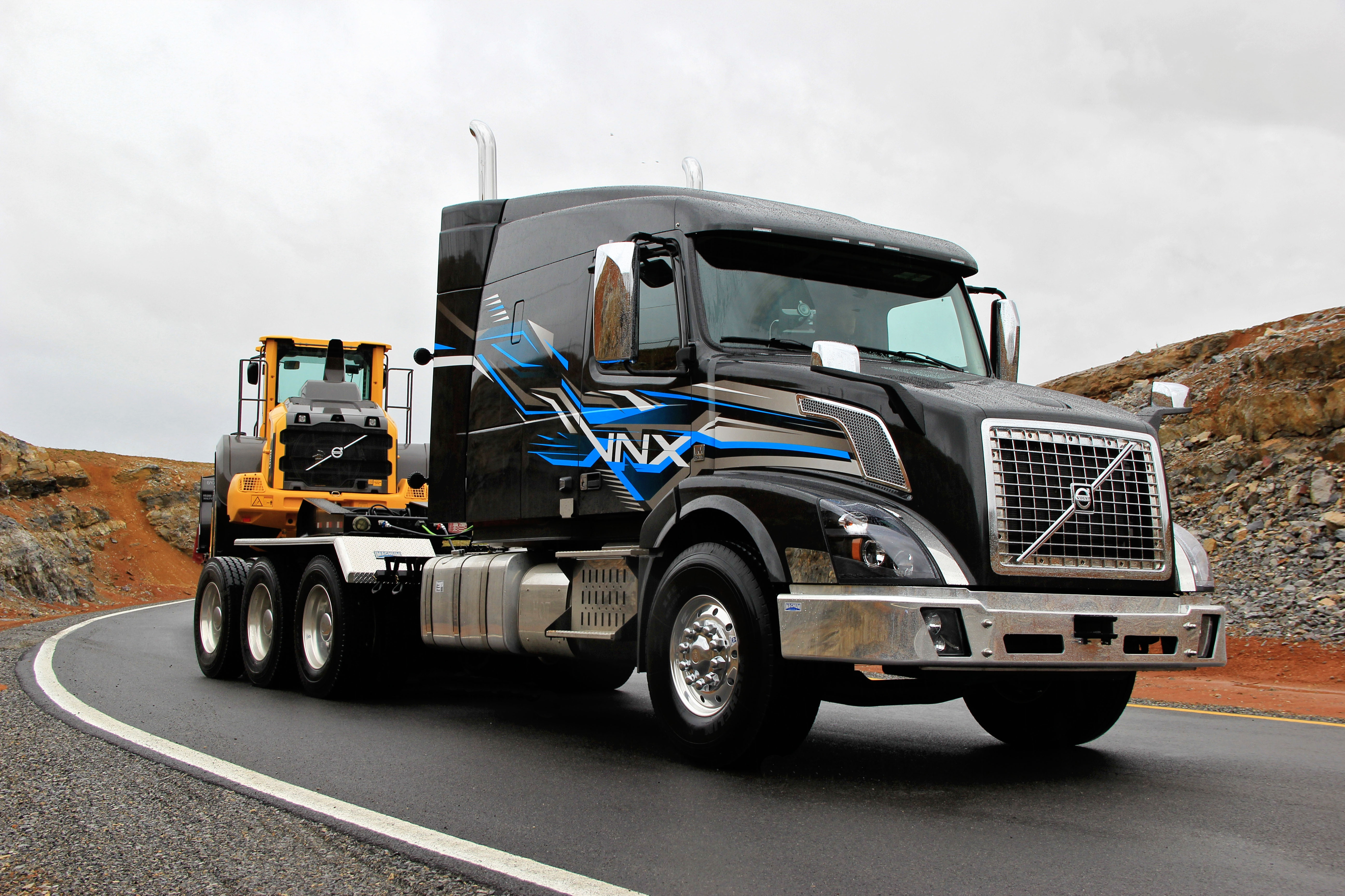 Volvo S Vnx Heavy Hauler Now Available As Tri Drive