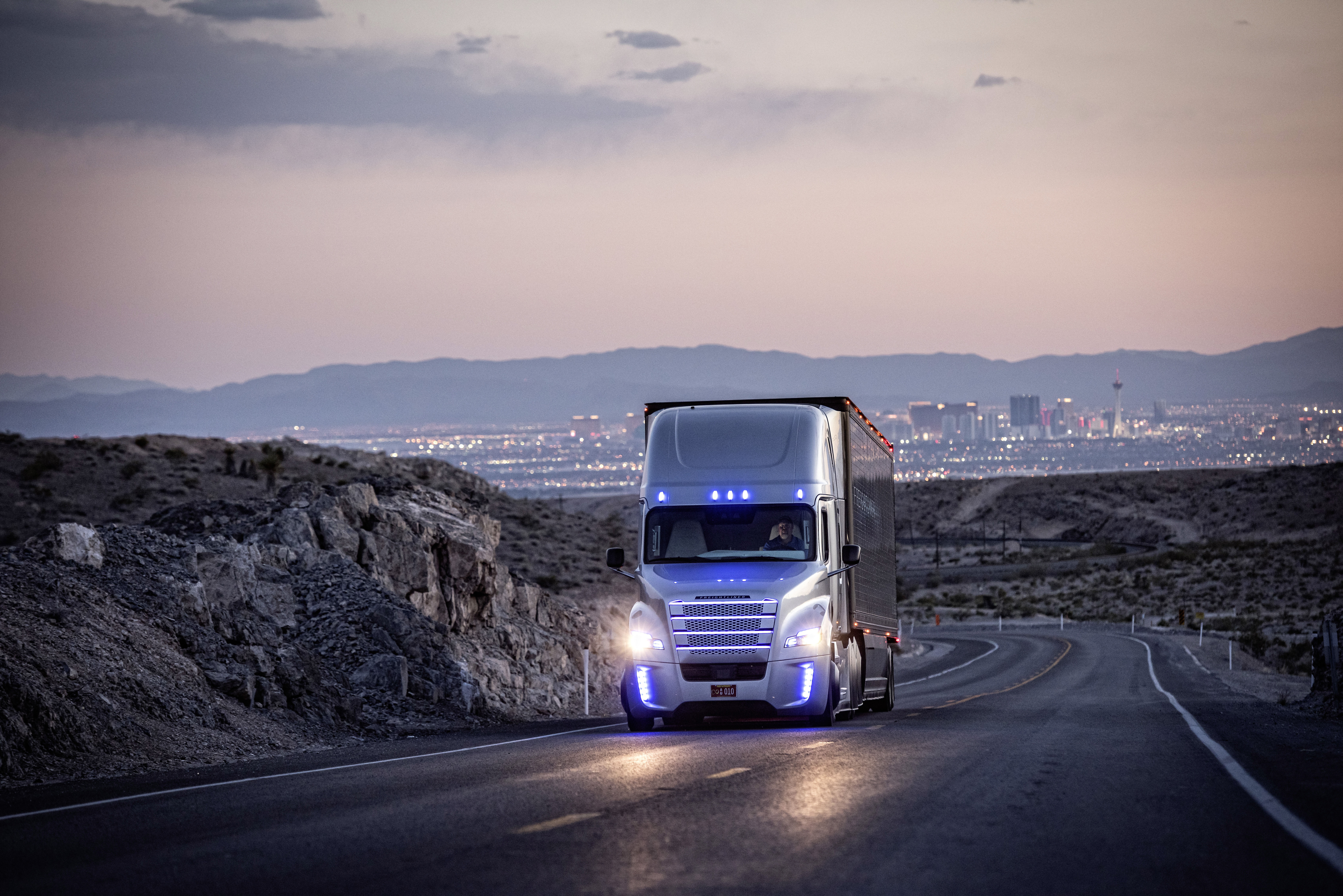Freightliner's autonomous Inspiration Truck debuts in record-setting fashion - Truck News