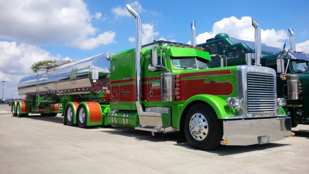 Jade Transport of Winnipeg-Man. had the lone Canadian entry on the day we visited SuperRigs.