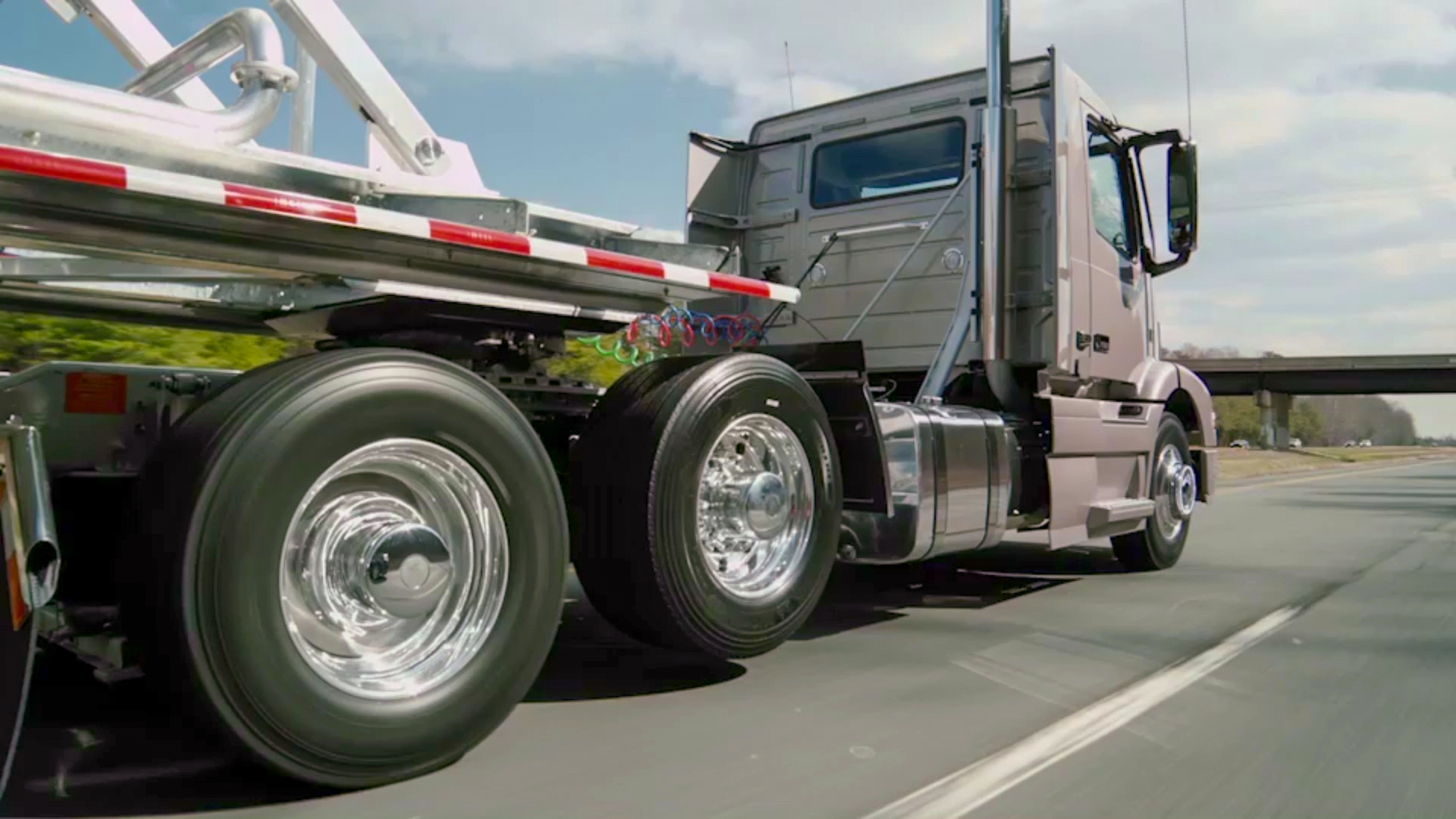 Driving Volvo's 6×2 with Adaptive Loading