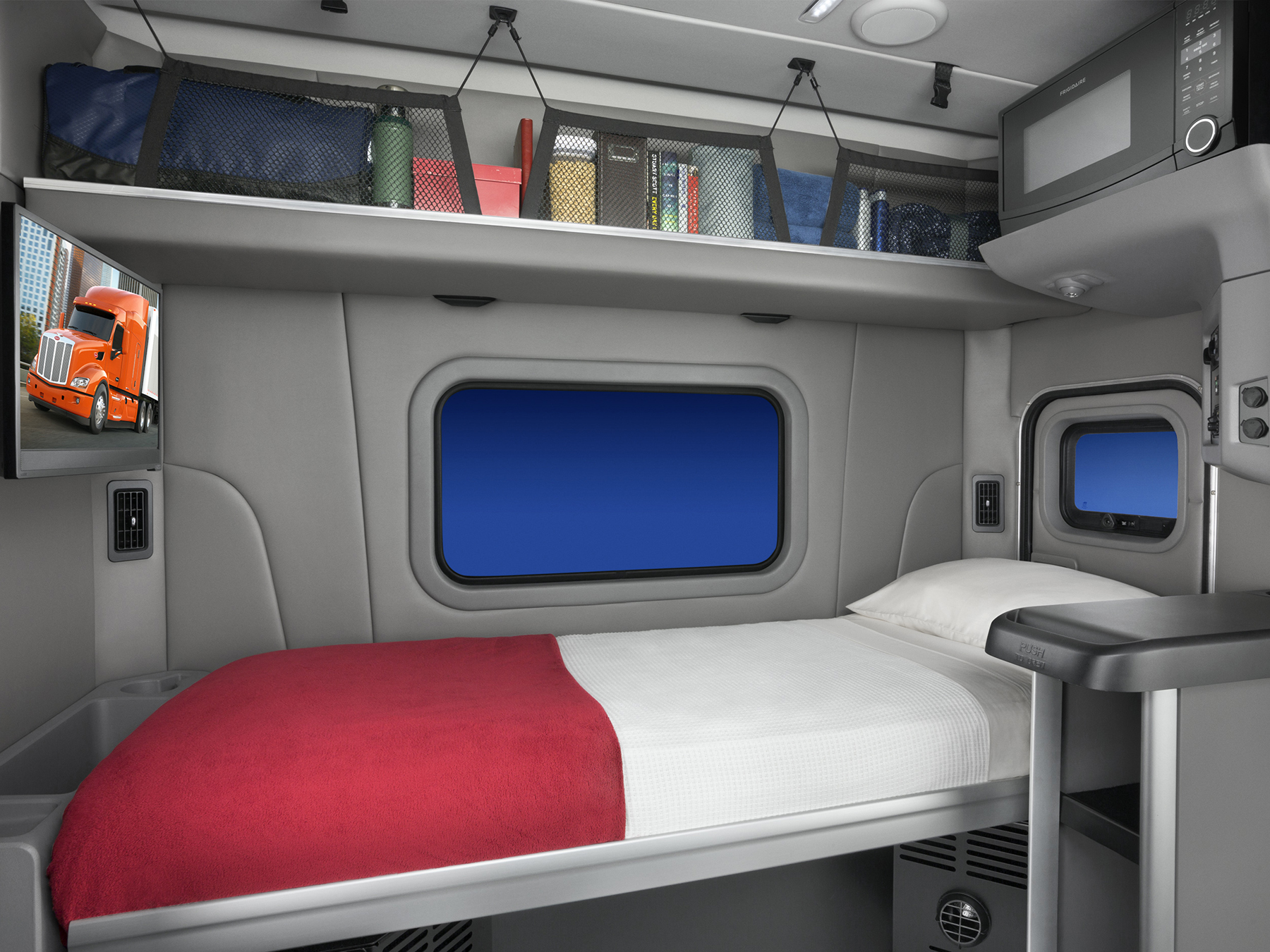 Peterbilt to soon release 58 inch sleeper truck news for Camion americain interieur cabine