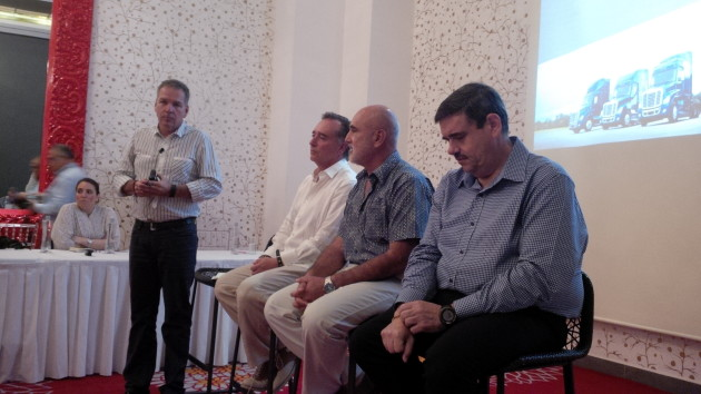 Daimler's Stefan Kurschner (standing) leads a panel discussion with Mexican fleets.