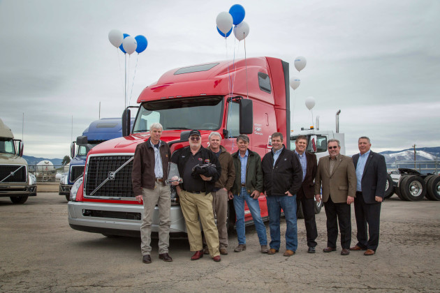 Description:Volvo Trucks North America delivered the 100,000th truck equipped with its I-Shift automated manual transmission to Watkins & Shepard Trucking. The truck was presented to Watkins & Shepard President Walt Ainsworth during a brief reception From left to right: Walt Ainsworth, Rick Candler, Kelly Darlington, Dwayne Hill and Rich Schenk of Watkins & Shepard; Brad Bealer of Transport Equipment; Jeff Denny and Bruce Kurtt of Volvo Trucks.