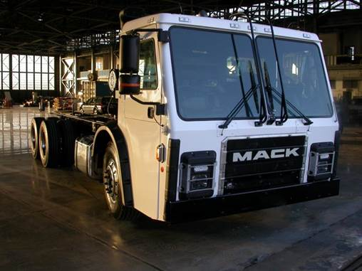Mack Trucks showcased a Mack LR model retrofitted with the Wrightspeed Route™ 1000 powertrain in booth no. 1327 at WasteExpo 2016.