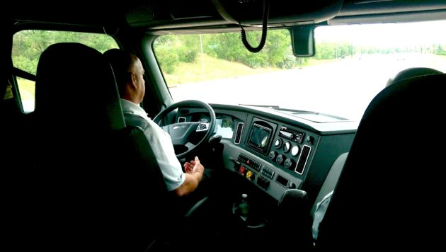 Test drive in Freightliner Cascadia with Detroit Assurance 4.0.
