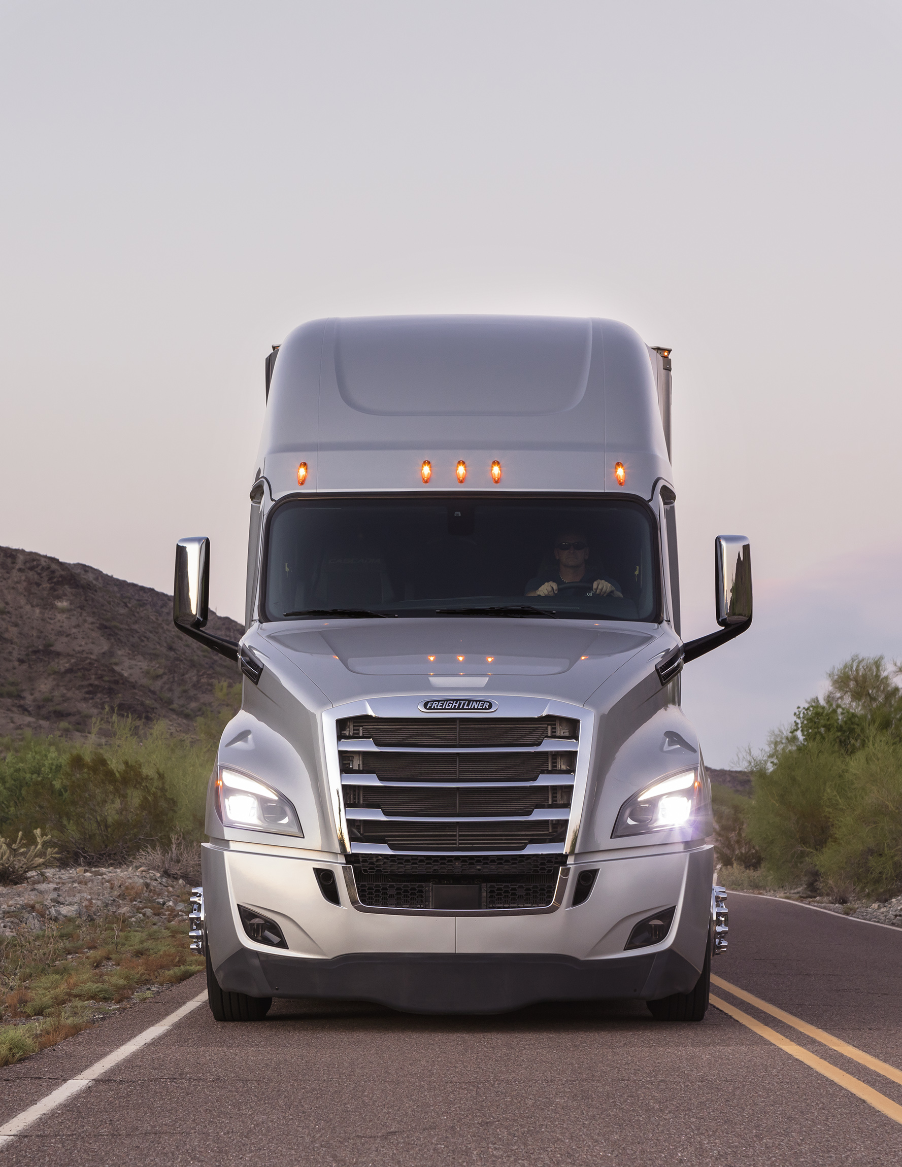 freightliner takes wraps off new cascadia truck news. Black Bedroom Furniture Sets. Home Design Ideas