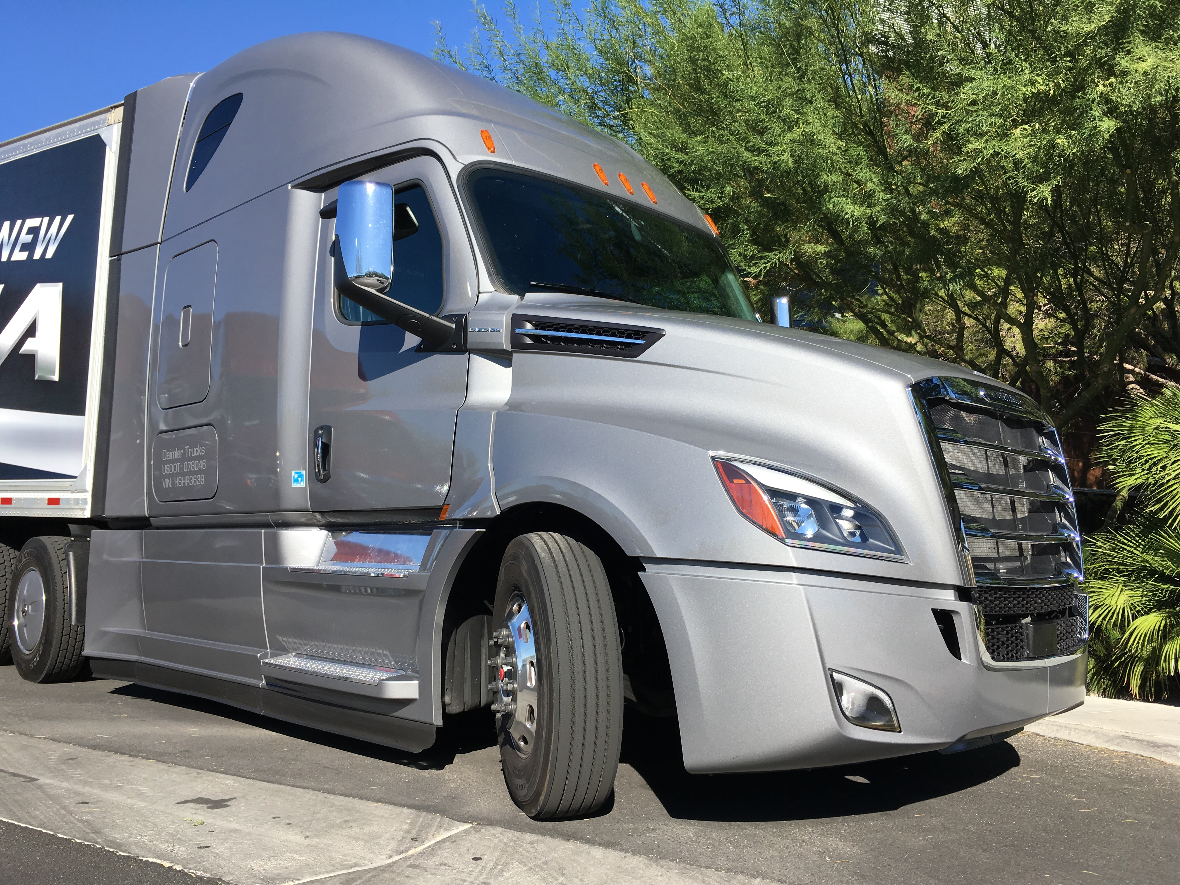 driving the new cascadia truck news. Black Bedroom Furniture Sets. Home Design Ideas