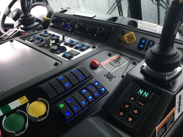 When operating the LR from the right-hand driving position, the controls on that side of the cab light up.