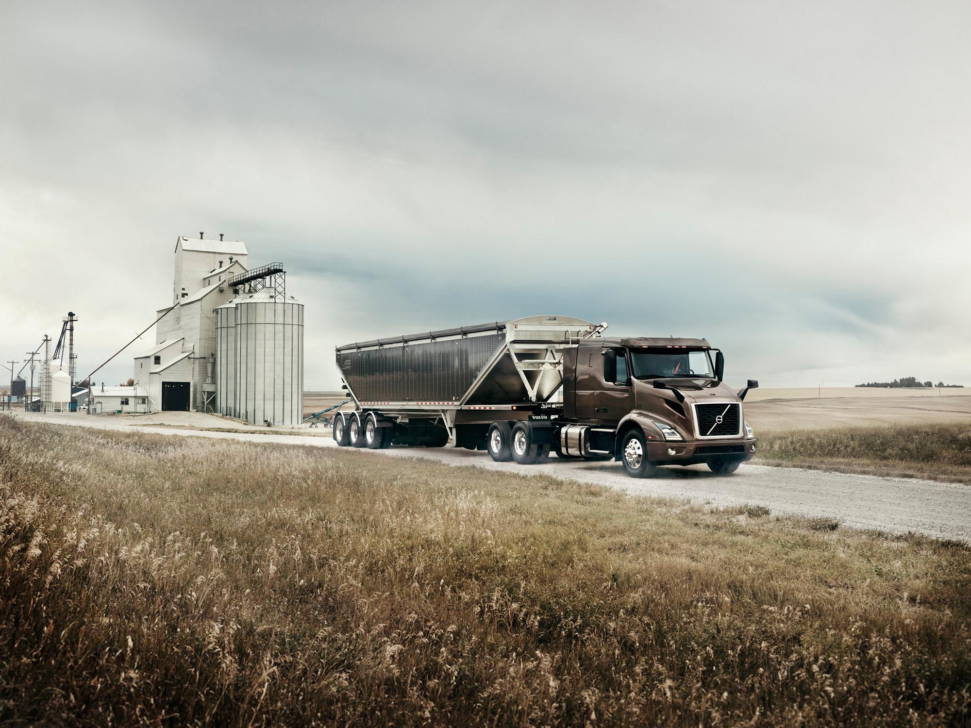 Volvo debuts new VNR regional truck at ExpoCam - Truck News