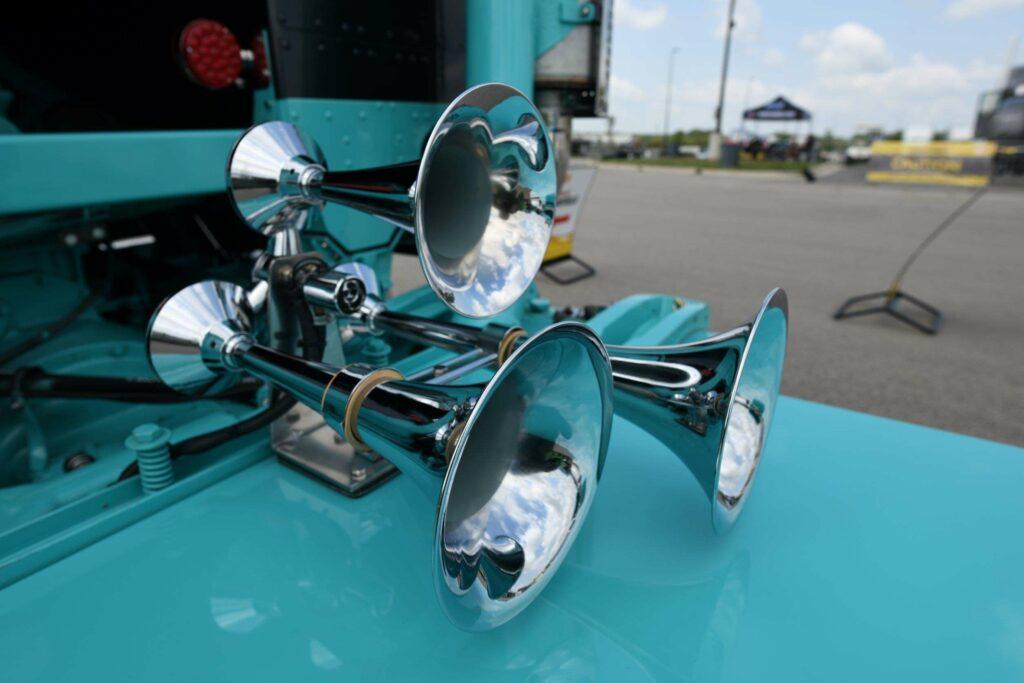 show horn