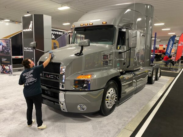 ExpoCam polishing Mack Truck
