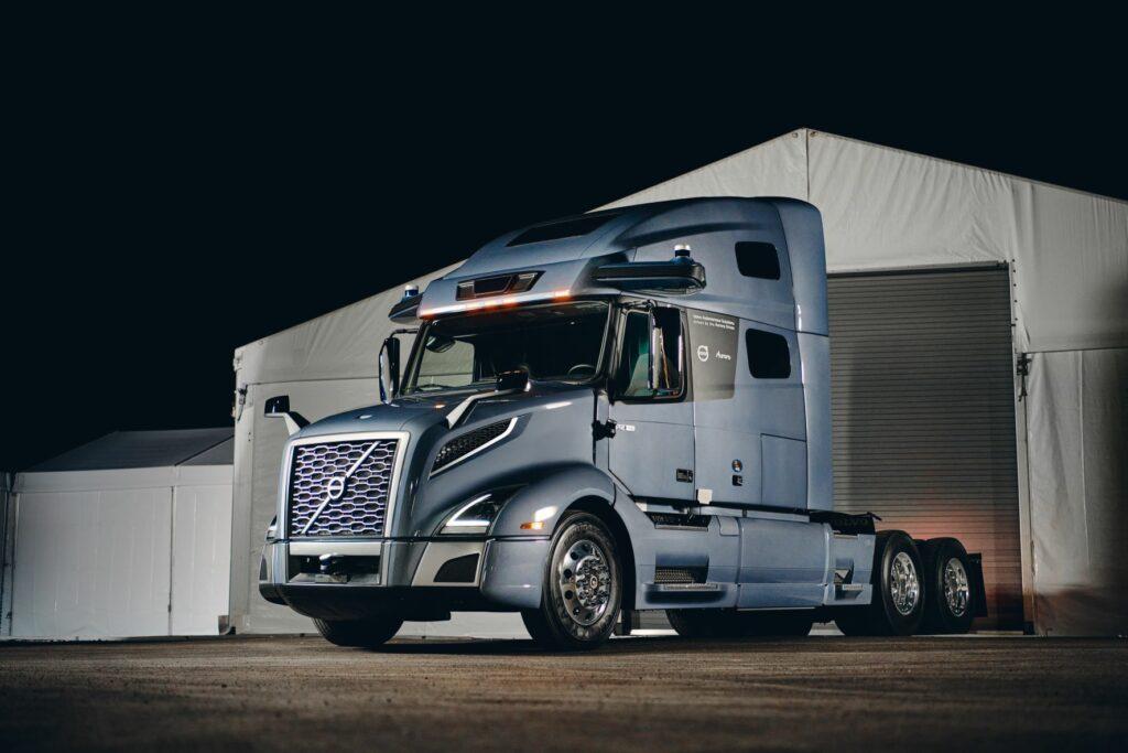 Showing autonomous Volvo VNL